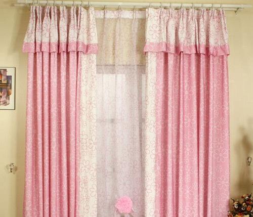 加上朵朵小花缀满整幅窗帘,犹如置身与梦幻公主乐园里,瞬间让房间里